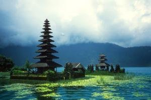 f24d1-03-tempel-bedugul-bali-rundreise